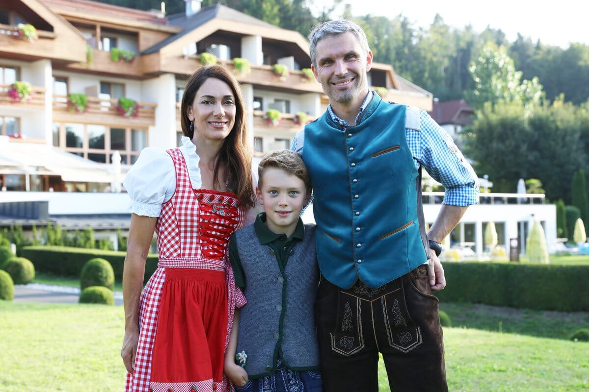 Host family Schneider