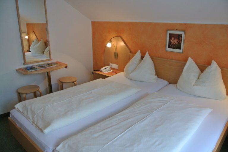 kleines Doppelzimmer Auszeit Mini mit ca. 16m2 und Balkon