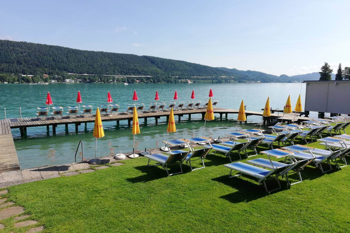 Hotel with lake access Schoenblick Velden bathing beach