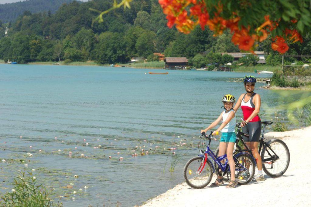 Lake biking family Woerthersee