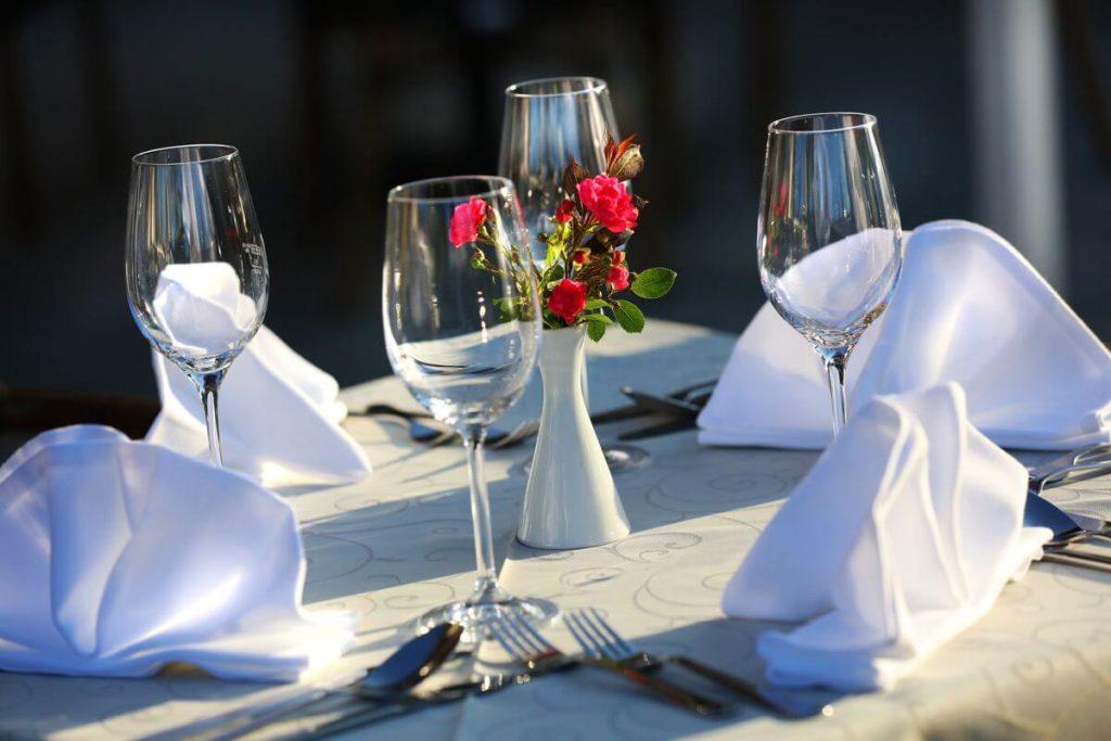 gedeckter Tisch im Restaurant Schönblick