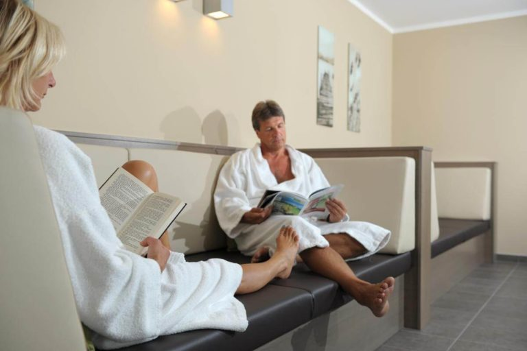 Reading in the feel-good room - offer 50 percent discount