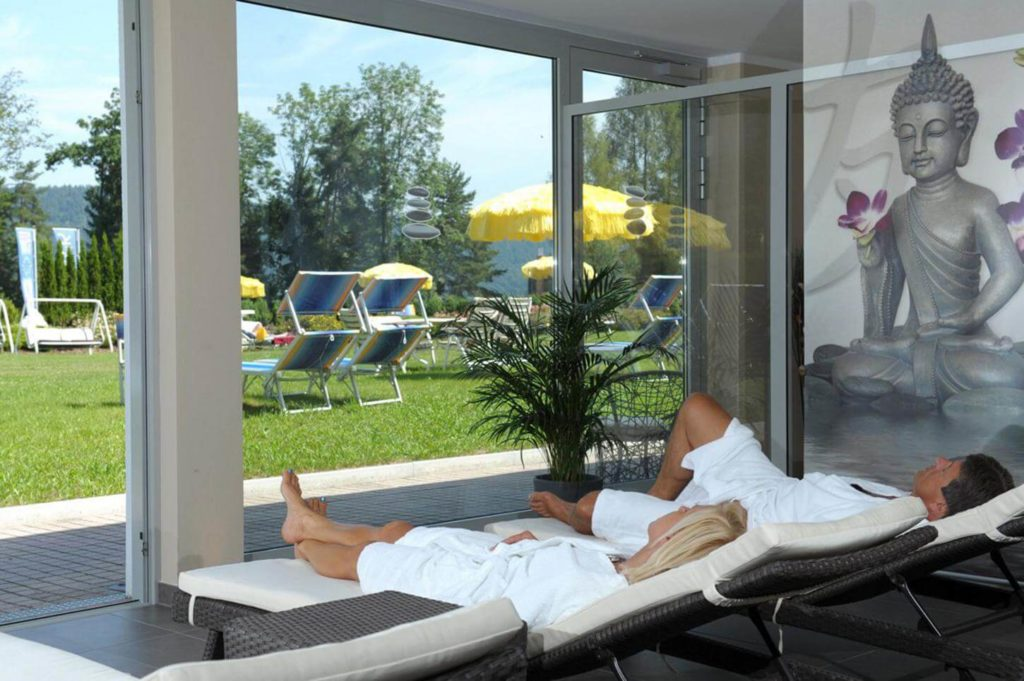 Relax in the relaxation room at the Hotel Schoenblick Velden