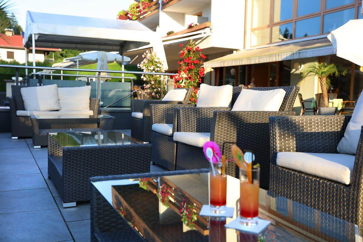 Aperativ in Lounge am Wörthersee